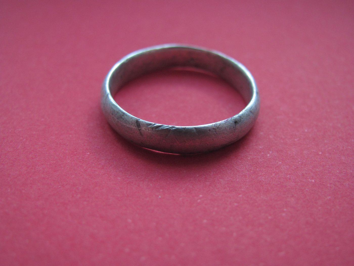 datování staré stříbrné prsteny 11 známek, že chodíš se ženou, ne dívkou