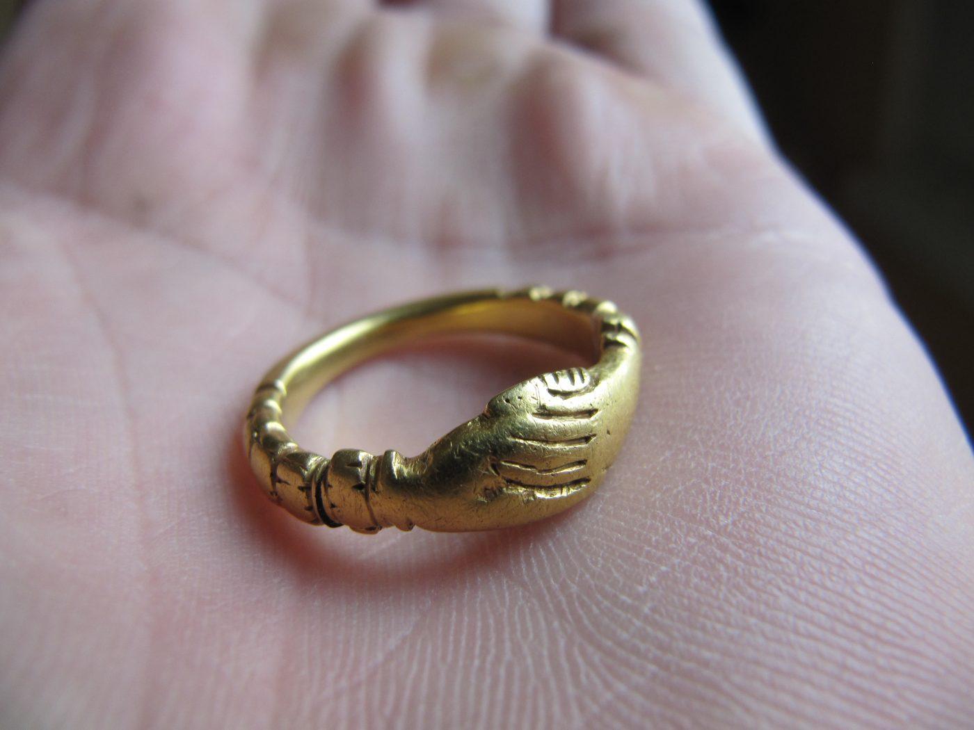 datování zlaté šperky