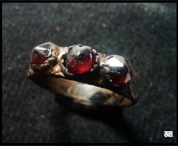 Bronzový prsten