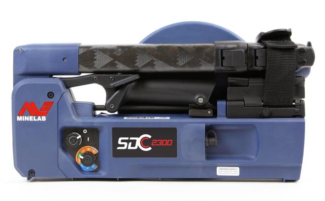 Detektor kovů Minelab SDC 2300 ve složeném stavu